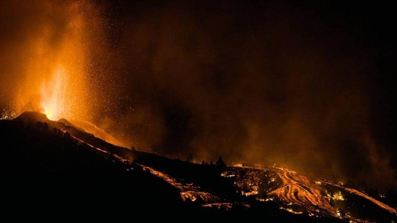 Detectan altas concentraciones de azufre en la atmósfera por erupción del volcán Cumbre Vieja