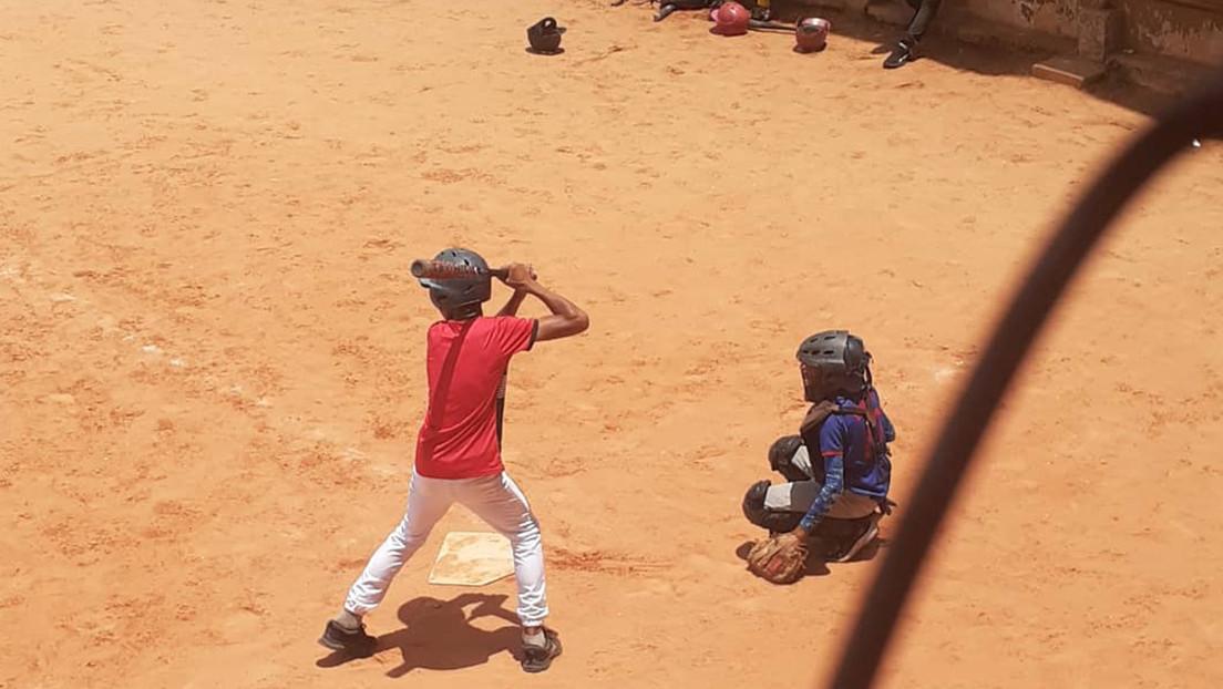 Un niño venezolano que quiere ser beisbolista profesional crea una microempresa y se hace viral en las redes