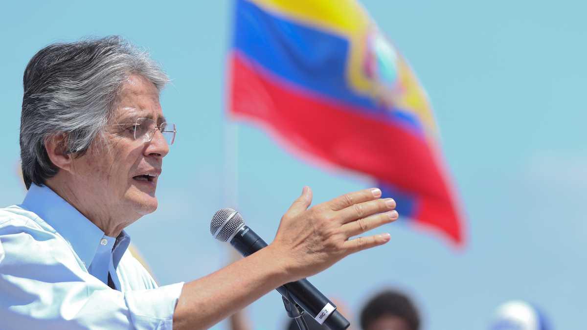 Lasso suspende incremento mensual en el precio de los combustibles en Ecuador
