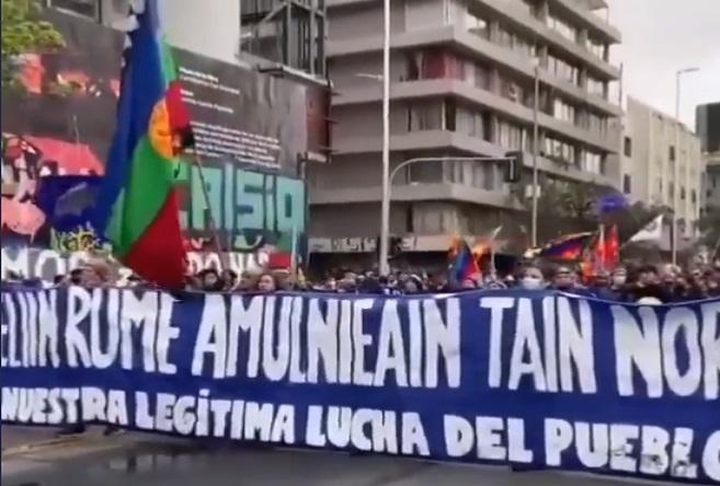 Concurrida marcha por la resistencia ancestral enfrentó violenta represión en Santiago