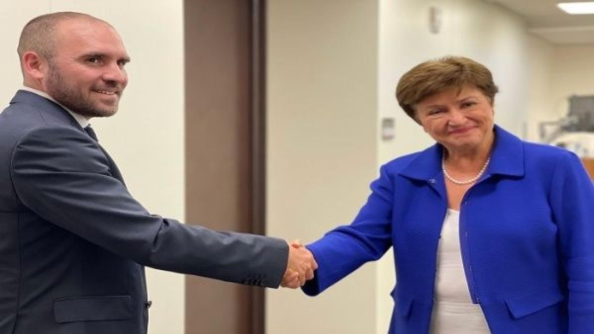 Ministro de Economía de Argentina y directora del FMI se reúnen para negociar deuda