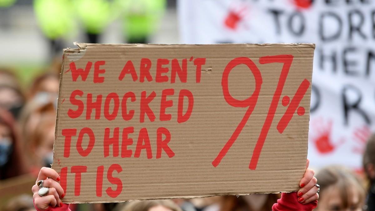 Jefe de policía británico renuncia tras comentarios misóginos sobre el femicidio de Sarah Everard
