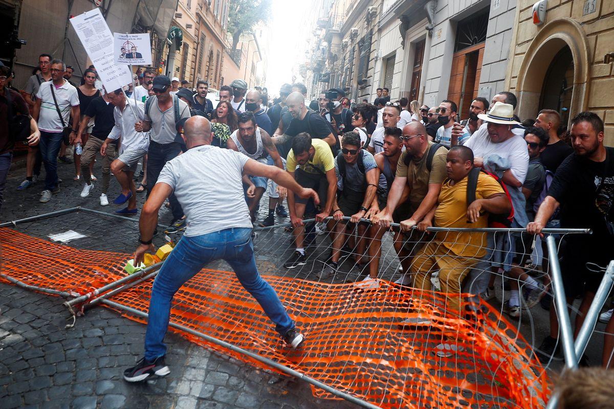 Advierten analistas: en Italia se potencia el neofascismo con el movimiento antivacunas