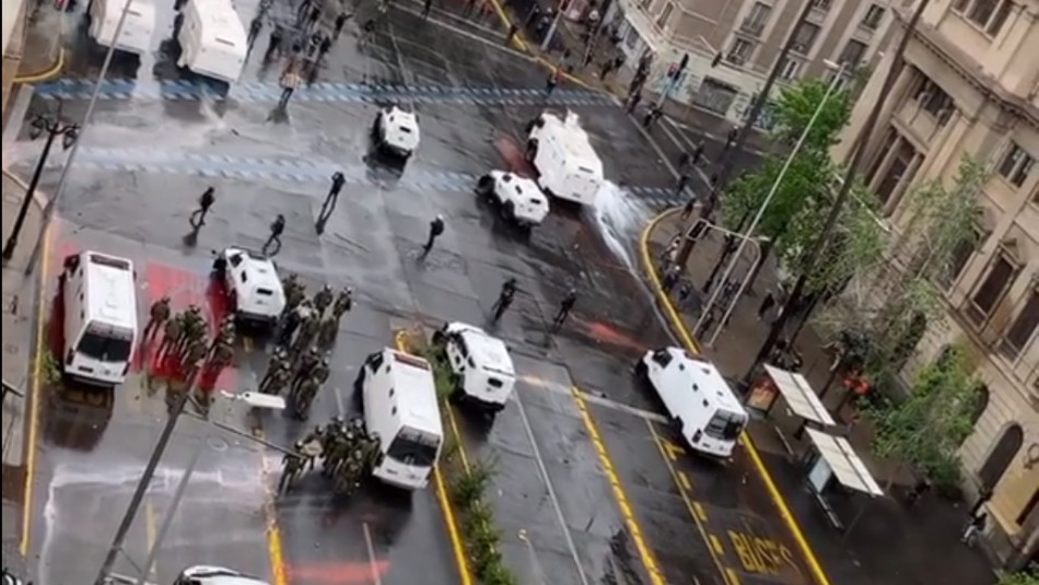 Muerte de Denisse Cortés: Cinco funcionarios de Carabineros presentaron querella por ataque con petardos