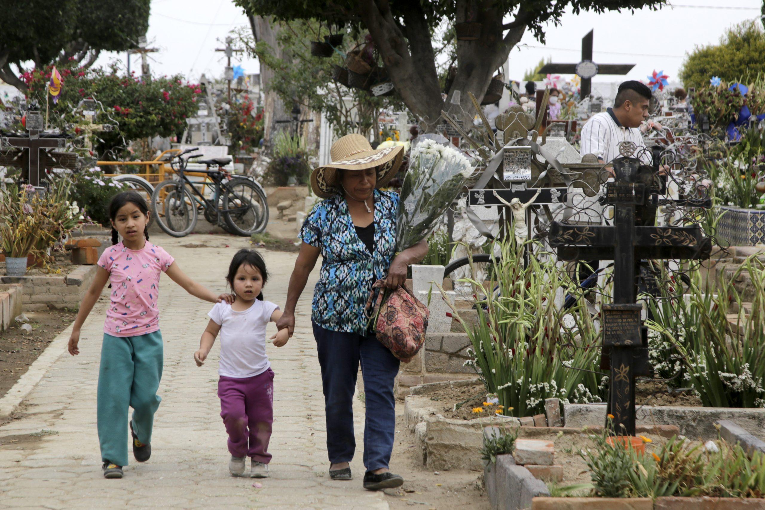 Panteones capitalinos, abiertos para Día de Muertos, avisa Rivera Pérez
