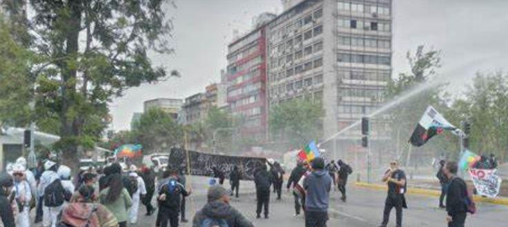 «Si hubiésemos venido con camiones la recepción sería distinta»: Denuncian brutal represión de Carabineros durante Marcha de Resistencia Mapuche
