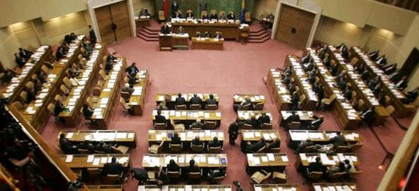 Se reabre debate por sufragio de chilenos en el extranjero