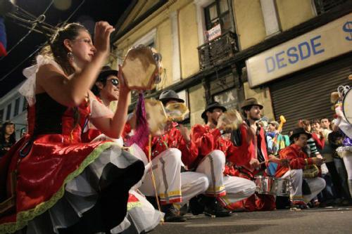 Carnaval se va al cerro: Mil Tambores toma a Valparaíso por la cintura