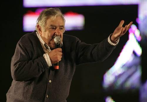 Mujica recibirá a 5 reos de Guantánamo como «refugiados»